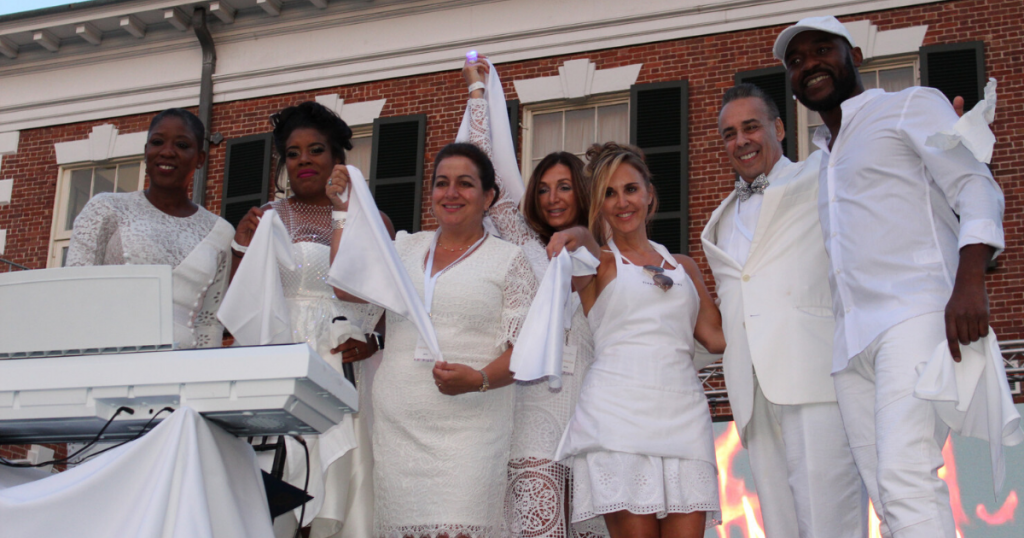 Dîner en Blanc Connects Diverse Crowd For Night of Networking and Unity